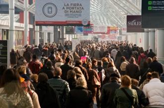 Crowds at holiday market