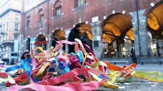 Streamers in front of Palazzo della Ragione